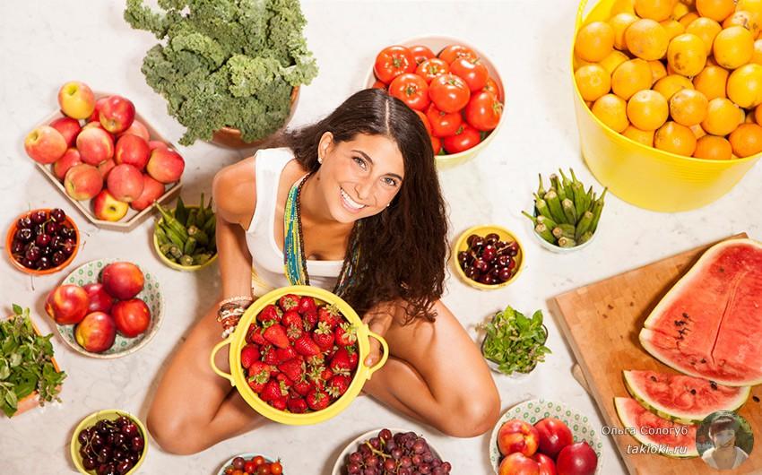 2-devushka-sredi-fruktov