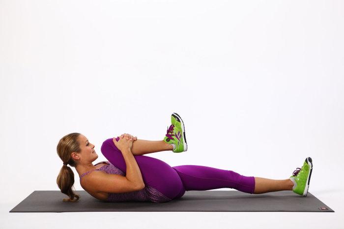 knee-chest-stretch-700x466